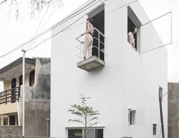 Xu hướng nhà ở vùng quê mang phong cách mới, tiện nghi và phù hợp hơn với những thói quen sống hiện đại ngày nay ở Indonesia. Căn nhà nhỏ của cặp vợ chồng trẻ này cũng vậy. Tuy nhìn khá nhỏ bé và bình dị nhưng nó đã nhận được lời khen ngợi từ tạp chí kiến trúc hàng đầu thế giới ArchDaily.