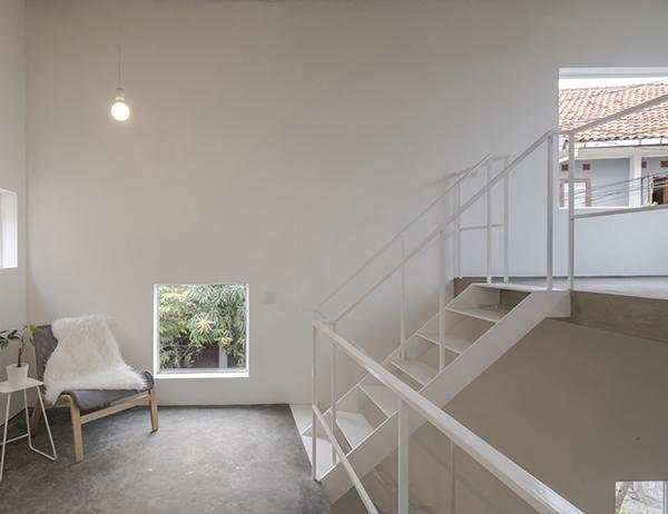 Một gác lửng tuyệt đẹp là điểm nhấn bắt mắt cho bất kỳ ai bước chân vào căn nhà.