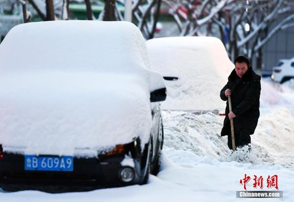 Ngày 9/1, theo báo Trung Quốc, ngay sau đợt bão tuyết đầu tiên quét qua nước này trong suốt tuần vừa qua khiến 21 người thiệt mạng, Trung Quốc sẽ đón nhận đợt bão tuyết thứ 2 và không khí lạnh kéo dài trong suốt 9 ngày liên tục.