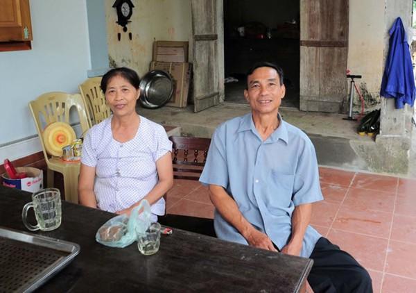 Bố mẹ Công Phượng trong ngôi nhà nghèo ở huyện Đô Lương, Nghệ An. Ảnh internet