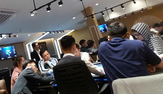 Giải đấu với mức đóng phí 1.200.000 đồng được tổ chức tại Capital & Pik Poker Club chiều 3/1.