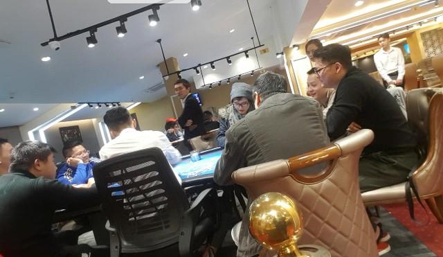 """Các giải đấu theo hình thức """"đóng phí – lãnh thưởng"""" diễn ra ở Capital & Pik Poker Club chiều 14/1."""