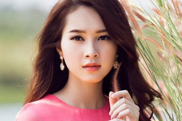 Từ cô gái nghèo chân chất bằng sự cố gắng của mình, Thu Thảo đã trở thành Hoa hậu Việt Nam 2012.