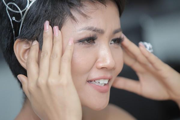Cận cảnh gương mặt Hoa hậu Hhen Niê.