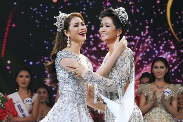 Khoảnh khắc đăng quang xúc động của Hoa hậu Hoàn vũ 2017 Hhen Niê.