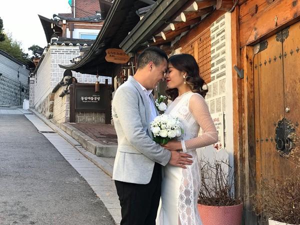 Trần Mạnh Hùng khoe ảnh cưới của hai người tại Hàn Quốc với lời cầu hôn: Làm vợ anh nhé.