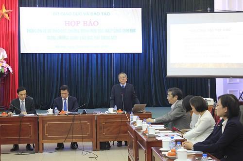 GS.TS Nguyễn Minh Thuyết công bố những điểm quan trọng của Dự thảo chương trình giáo dục phổ thông mới.