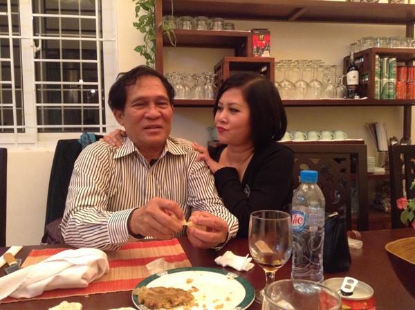 Hiện tại chị hạnh phúc bên người chồng thứ 2 là Tiến sĩ Toán học.