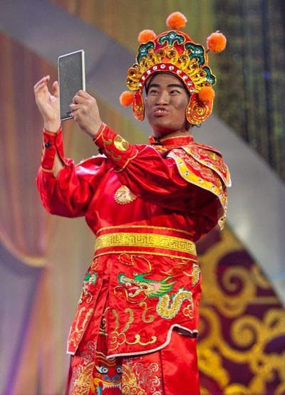 Ca sĩ Minh Quân với tạo hình Thiên Lôi xấu kỷ lục