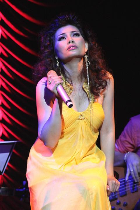 Ca sĩ Ngọc Anh có hét cat-xê cao như nhạc sĩ Phú Quang nói hay không còn phải chờ phản hồi chính thức của cô