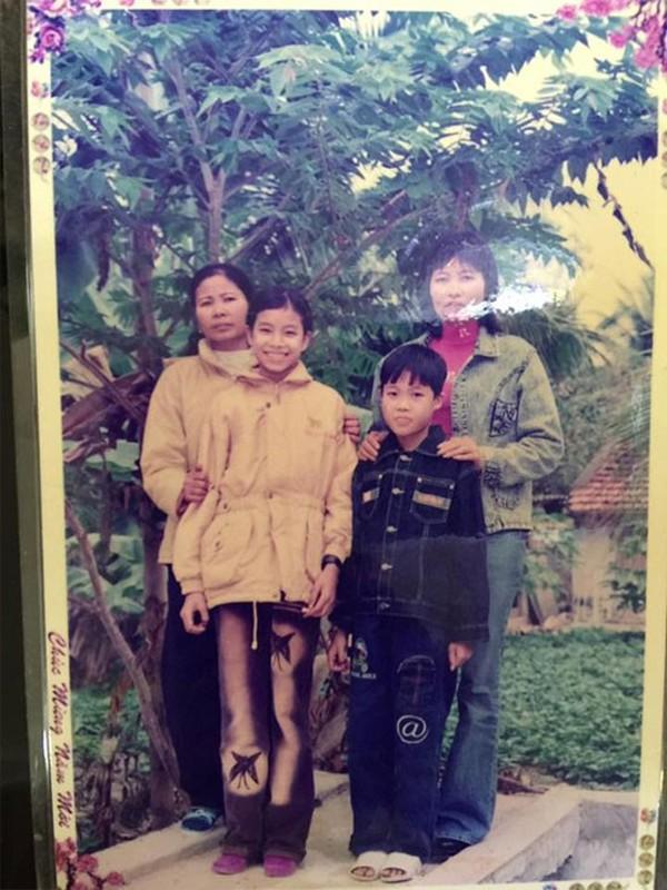 Phạm Hương và gia đình của cô tại Hải Phòng.