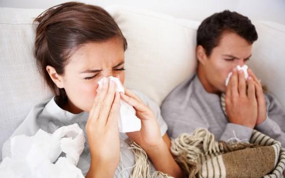 Triệu chứng của cảm cúm, cảm lạnh và nhiễm trùng xoang có thể tương tự nhau.