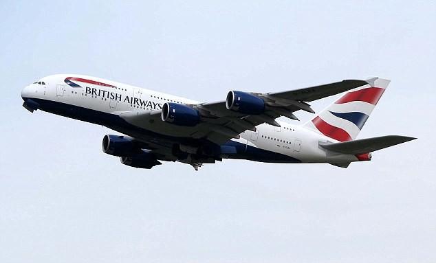 Hoàng tử và vị hôn thê của mình đã đáp chuyến bay lúc 9h55p sáng từ Heathrow tới Nice của hãng hàng không British Airway vào đúng hôm tất niên.