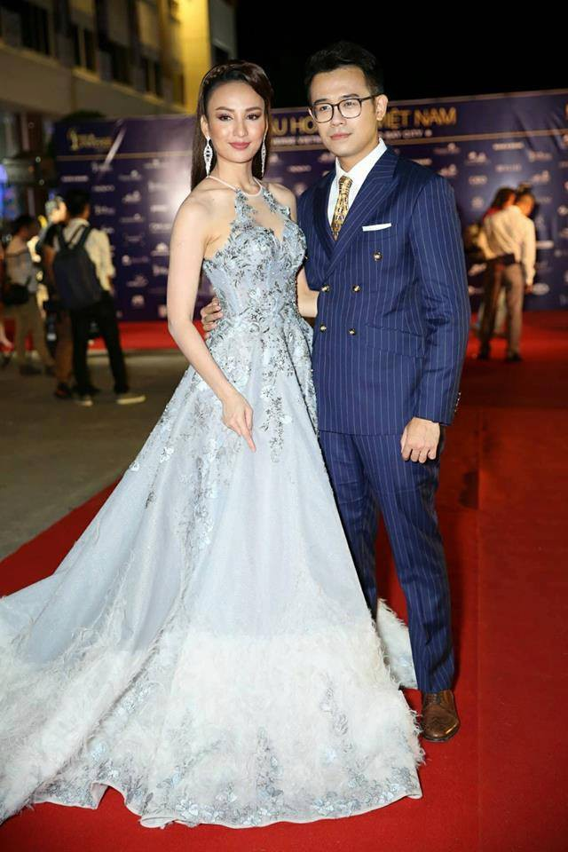 Hai MC của đêm chung kết - Hoa hậu du lịch Ngọc Diễm và Đức Bảo. Ảnh: Vietnamnet
