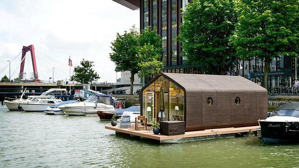 Nhà Wikkelhouse được cuộn bởi 24 tấm bìa các tông cứng là thiết kế của một công ty xây dựng tại Hà Lan.
