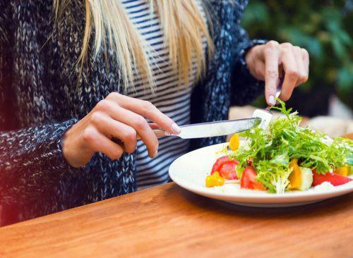 Áp dụng 10 thói quen ăn tối này bạn sẽ giảm cân một cách dễ dàng
