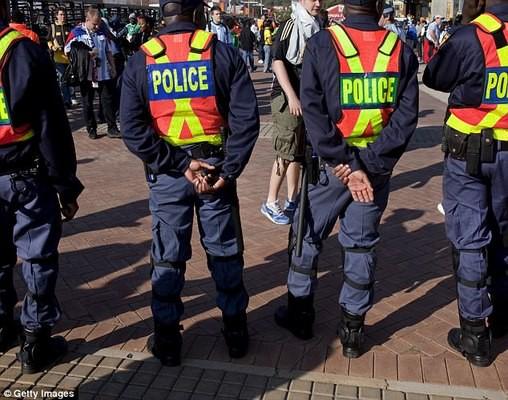 Cảnh sát ở Nam Phi bị chỉ trích vì không có biện pháp bảo vệ người dân.