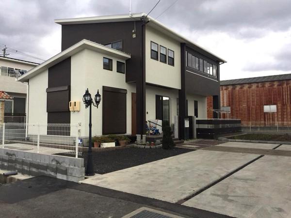 Vợ chồng chị Ngọc Ánh chuyển về ngôi nhà rộng rãi mới mua ở thành phố Hozumi, tỉnh Ghifu, đã gần hai tháng qua. Trước khi chuyển về nhà mới, vợ chồng chị Ánh ở nhà trọ. Thay vì mua chung cư hay tậu đất xây nhà, chị Ánh thấy mua nhà xây sẵn tiện và rẻ hơn nhiều.