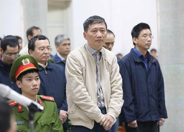 Bị cáo Trịnh Xuân Thanh và đồng phạm tại phiên tòa. Đến nay gia đình Trịnh Xuân Thanh đã chủ động nộp 4 tỷ đồng khắc phục hậu quả (Ảnh: Doãn Tấn – TTXVN).
