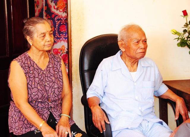 Thiếu tướng Y Blốk Êban và vợ khi còn sống.