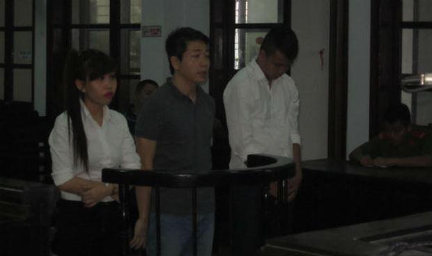 Hot girl hầu tòa vì rủ bạn trai cướp tiền của tình cũ