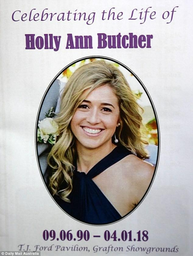 Cô gái trẻ qua đời vì ung thư, 800 người đến dự đều mặc áo màu sặc sỡ vì lý do sẽ khiến bạn thực sự xúc động
