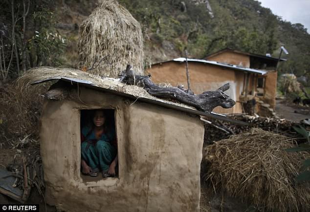 Vì hủ tục cách ly phụ nữ đang trong kỳ kinh nguyệt, cô gái 21 tuổi bị đuổi khỏi nhà và chết cô quạnh trong giá rét
