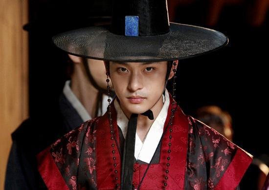 Jeon Tae Soo - em trai của Ha Ji Won