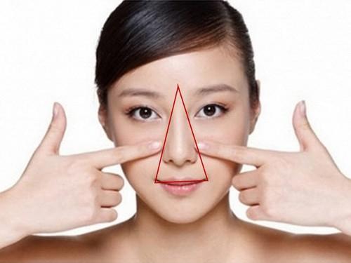 Không nên nặn mụn ở vùng tam giác vì dễ gây nhiễm khuẩn.