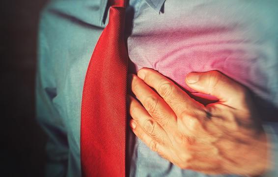 Nếu cảm thấy tức ngực khi nuốt thức ăn, bạn có thể đang phải đối mặt với chứng viêm thực quản.