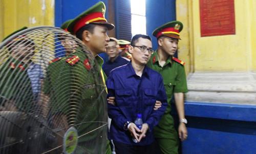 Các đồng phạm của Phạm Công Danh lần lượt được dẫn giải vào Tòa