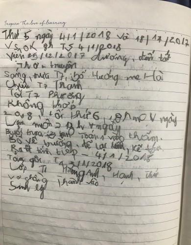 Những nét chữ còn nguệch ngoạc trong sổ nhật ký của anh Hải. Ảnh: Nam Phương.