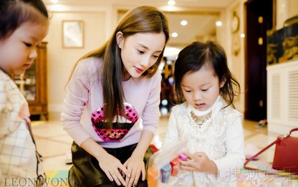 Bé Điềm Hinh được yêu thích trên mạng xã hội Trung Quốc.