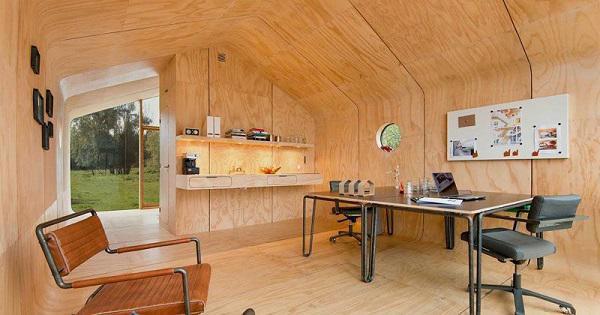 """Không gian phòng khách này cũng có thể """"hô biến"""" thành phòng làm việc tùy vào nhu cầu sử dụng."""