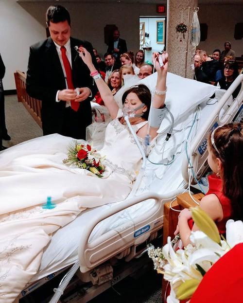 Dave luôn mang theo bên mình bài học về sự kiên cường chiến đấu với bệnh tật để sống và được yêu của Heather. Ảnh: Christina Lee.