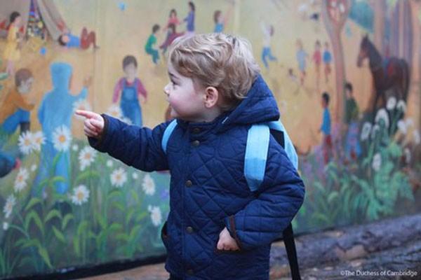 George trong ngày đầu tiên đến trường Westacre Montessori.