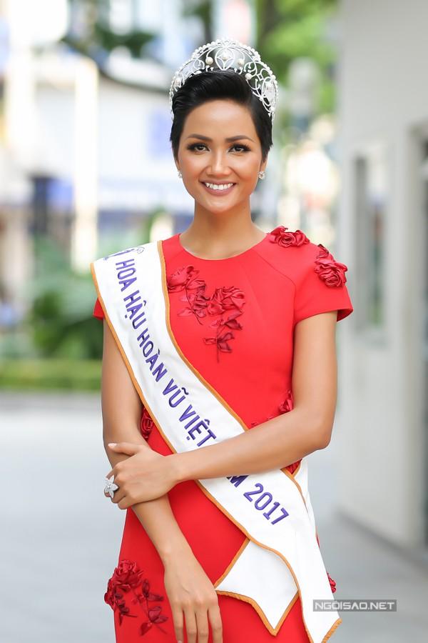 HHen Niê chưa nghĩ tới chuyện hét cát-xê sau khi đăng quang Hoa hậu.