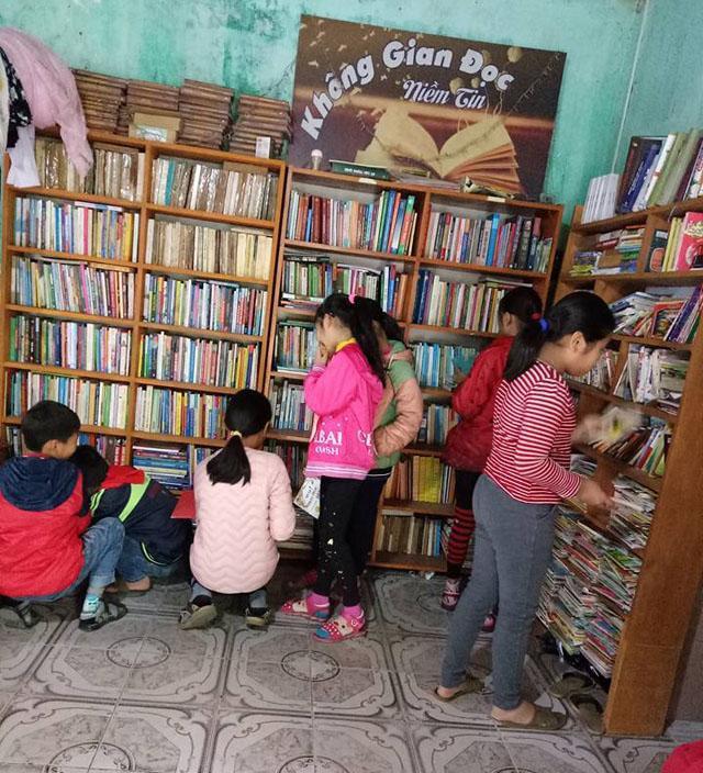 Không gian đọc Niềm tin của Hương tuy nhỏ nhưng có tới hơn 3.000 đầu sách các loại.