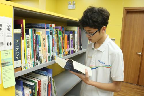 Việc tự học, chủ động tìm kiếm thông tin và làm việc nhóm giúp Quyền tiếp thu kiến thức tốt hơn.
