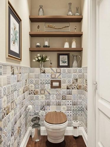 Kết hợp gạch men và sơn: Phòng tắm, nhà vệ sinh sẽ không nhàm chán, đơn điệu nếu kết hợp được những vật liệu khác nhau, mang đến một tổng thể hòa hợp. Hơn nữa, việc sử dụng những kệ gỗ trang trí giúp không gian thêm phần mới lạ.