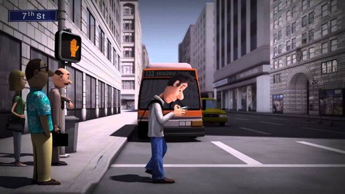 Vừa đi bộ vừa nhắn tin rất dễ gặp tai nạn.