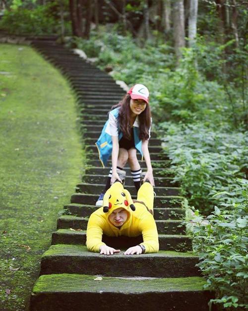 Bộ ảnh cưới được thực hiện tại Hồ Cốc (Vũng Tàu), trong đó Gennady đóng vai một anh chàng Pikachu đáng yêu đến cưa cẩm bạn gái xinh đẹp Ảnh: NVCC
