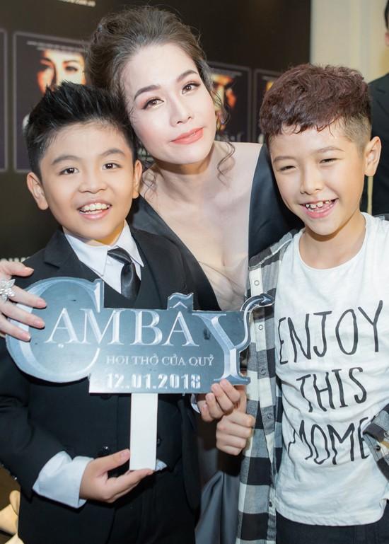 Nhật Kim Anh và hai bé Duy Anh, Ben Lee - đóng vai con của cô trong phim.