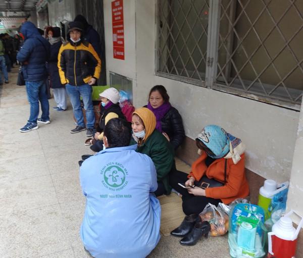 Nhiều người cho biết, đây là dịp lạnh nhất từ đầu mùa đến nay tại Hà Nội. (Ảnh: Lê Bảo).