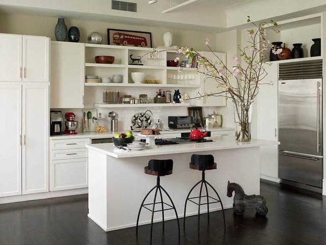 Thiết kế nội thất nhà bếp với tủ bếp mở sẽ giúp bạn quản lý đồ dùng trong bếp thuận tiện, gọn gàng và ngăn nắp hơn, phù hợp với những gia đình yêu thích phong cách hiện đại và tối giản.