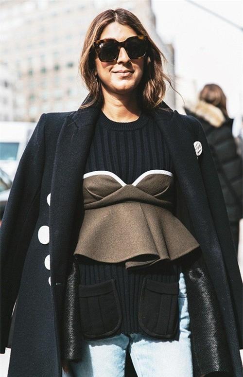 Lan Khuê chọn nhầm áo lót khi diện phong cách 'nội y ngoài trang phục' - Ảnh 6.