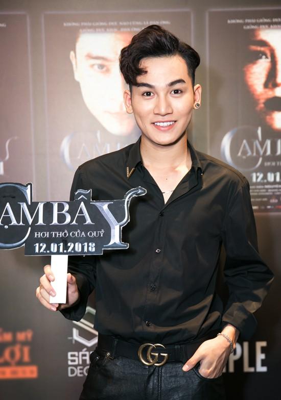 Ca sĩ Ali Hoàng Dương thể hiện ca khúc chính của phim Cạm bẫy - Hơi thở của quỷ.