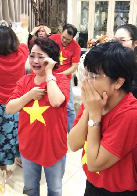 Cũng như rất nhiều người Việt Nam khác, Trà My và MC Thảo Vân đã bật khóc vì xúc động. Trước trận đấu, MC Thảo Vân dự đoán rằng Việt Nam sẽ chiến thắng với tỷ số 3-2