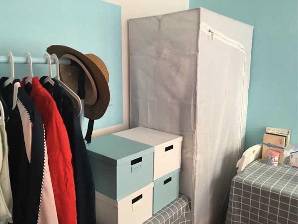 Cô gái trẻ chỉ mất chưa đến 2 triệu đồng để sắm sửa chăn ga giường mới, hộp, tủ quần áo mới và một số đồ trang trí để cải tạo căn phòng.