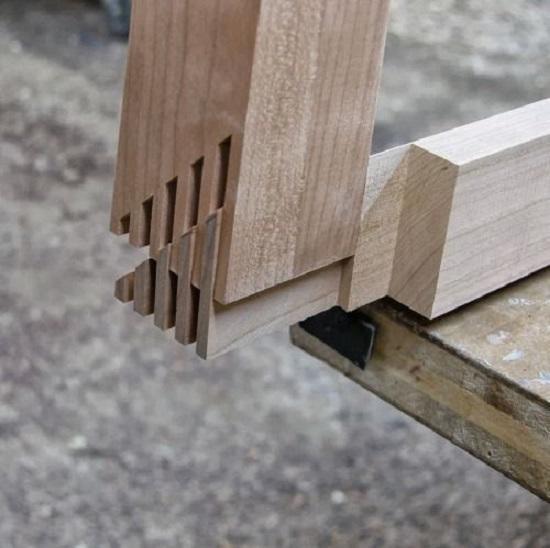 Những thợ mộc làm nhà gỗ với kỹ thuật độc đáo này đều là những người có tay nghề vô cùng tinh vi, làm việc chính xác đến từng chi tiết nhỏ.